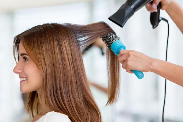 بهترین روش سشوار کشیدن مو بدون آسیب دیدن