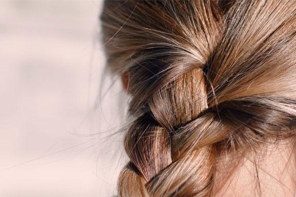 موهایی درخشان و خیره کننده با کرم آبرسان کامان مدل کراتین