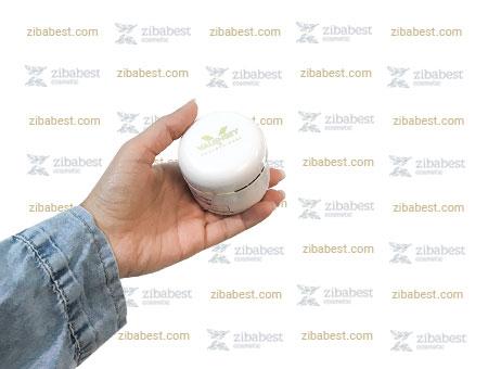 کرم روشن کننده والنسی به عنوان بهترین کرم ضد لک گیاهی