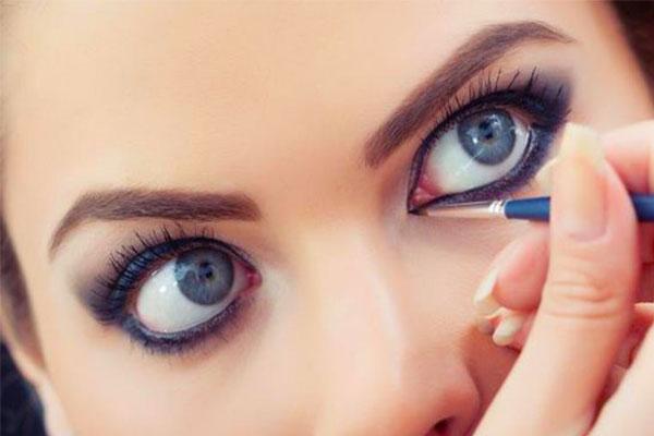 آرایش اسموکی شاین برای چشم های برجسته