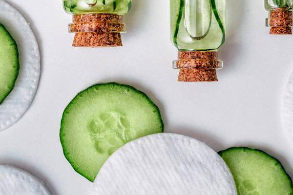 محلول آرایش پاک کن خانگی با خیار
