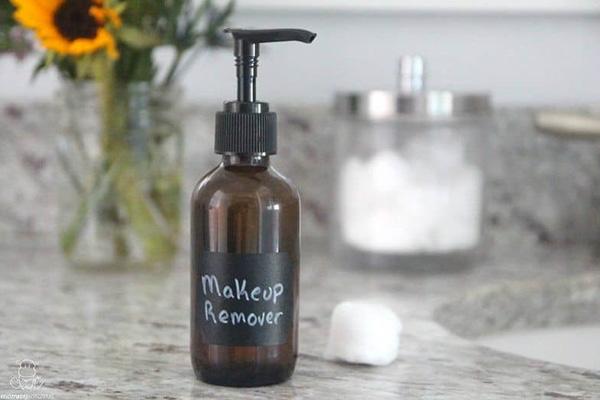 بهترین آرایش پاک کن برای پوست خشک