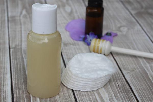 پاک کننده آرایش شیر و عسل برای پوست چرب