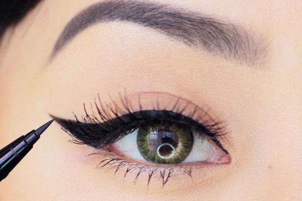 خط چشم آهویی بهترین انتخاب برای چشم های پفدار و خمار