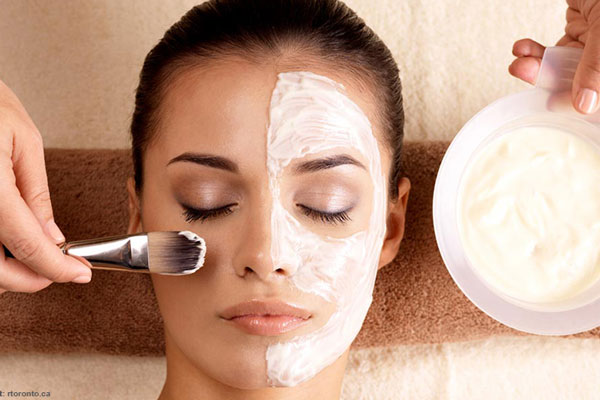 چرا باید از آبرسان و ماسک در روتین شبانه پوست استفاده کرد؟
