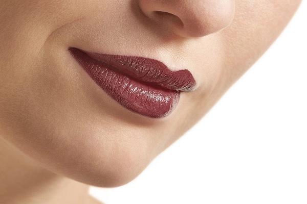 رنگ رژ برای آرایش زمستانی