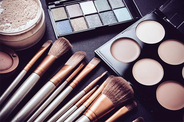 بهترین رنگ سایه چشم برای آرایش لایت زمستانی