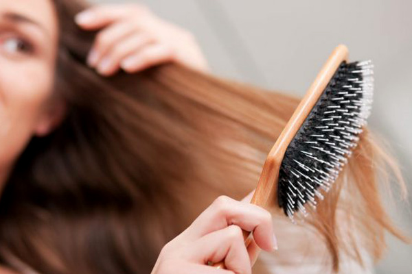 شانه کردن موی کراتینه
