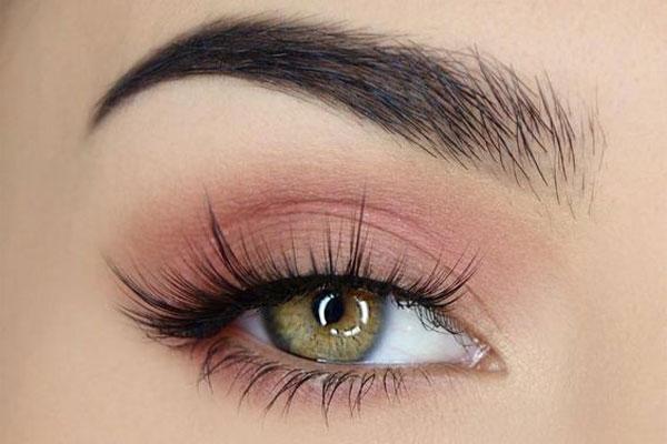 لوازم آرایش چشم مناسب برای پوست جوشدار برای داشتن چشمانی زیبا- زیبابست
