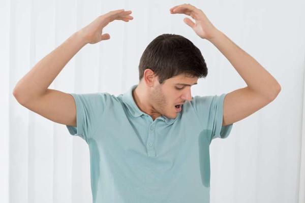رفع بوی بد عرق با دئودورانت